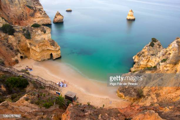 praia do camilo, lagos, algarve, portugal. - medium group of people stock pictures, royalty-free photos & images