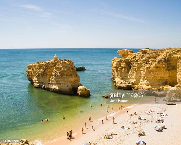 praia san raphael, albufeira, algarve, portugal - albufeira stock pictures, royalty-free photos & images