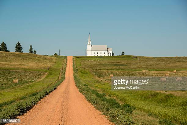 prairie church - mittlerer westen stock-fotos und bilder