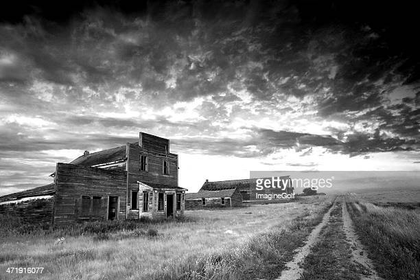 prairie ghost town in black and white - great depression stock pictures, royalty-free photos & images