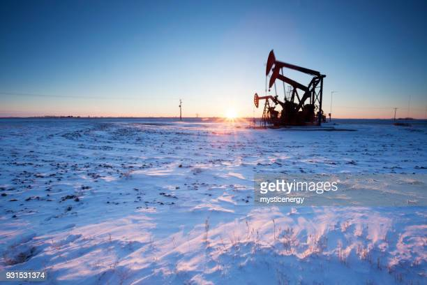 prairie oil saskatchewan canada - motor oil stock pictures, royalty-free photos & images