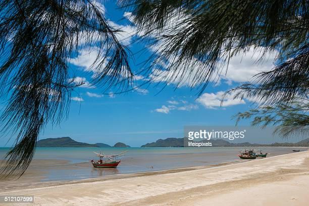 pranburi beach - lifeispixels stockfoto's en -beelden