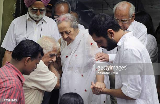 Pran's wife Shukla Sikand arrives to pay the last respects to her husband and Bollywood actor Pran during the cremation at Shivaji Park Crematorium...