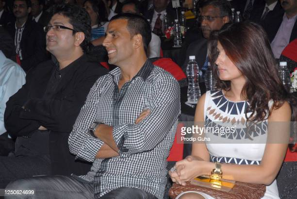 Prasoon Joshi Akshay Kumar and Twinkle Khanna attend the CNBC Awards on September 26 2008 in Mumbai India