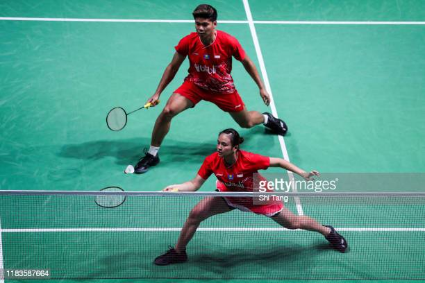 Praveen Jordan and Melati Daeva Oktavianti of Indonesia compete in the Mixed Doubles semi finals match against Chris Adcock and Gabrielle Adcock of...