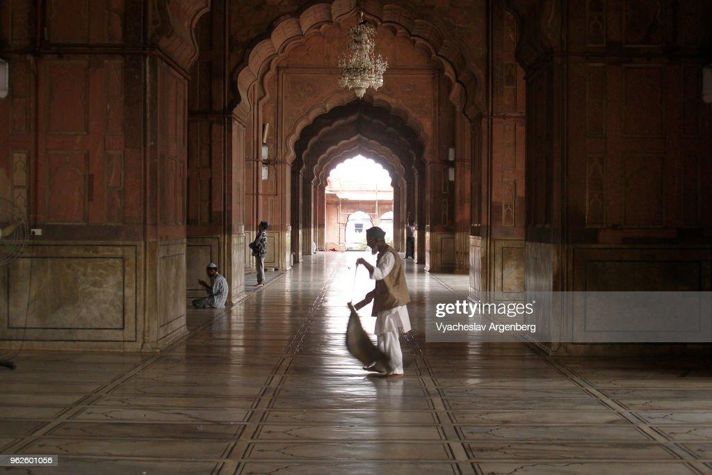 Prayer area and interior arches of Jama Masjid mosque, Delhi, India : Stock Photo