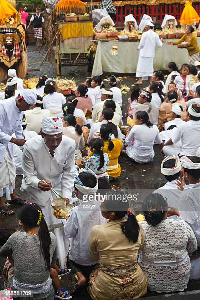 prayer ceremony in bali, indonesia - pura tirta empul temple stock pictures, royalty-free photos & images