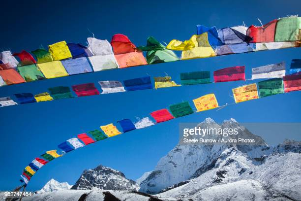 prayer flags above ama dablam, himalayas, khumbu valley, nepal - nepal stock pictures, royalty-free photos & images