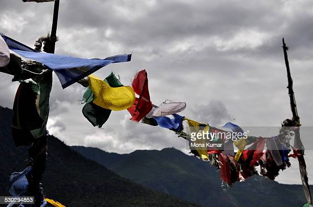 prayer flags - paro district stock pictures, royalty-free photos & images