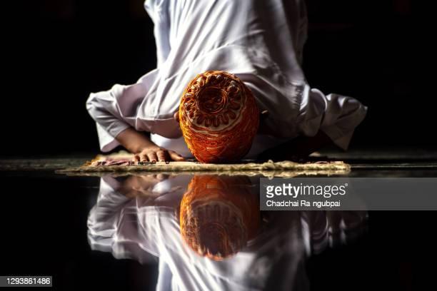 prayer haj rite saudi mecca asia concept. muslim children are doing prayers according to islamic principles. - salah islamic prayer stock pictures, royalty-free photos & images
