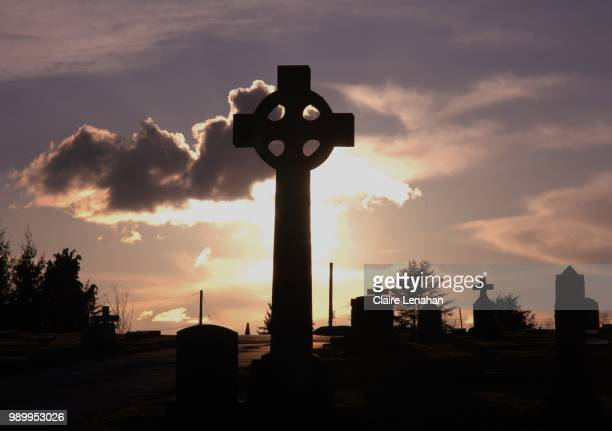 prayers at sunset - cemetery stock pictures, royalty-free photos & images