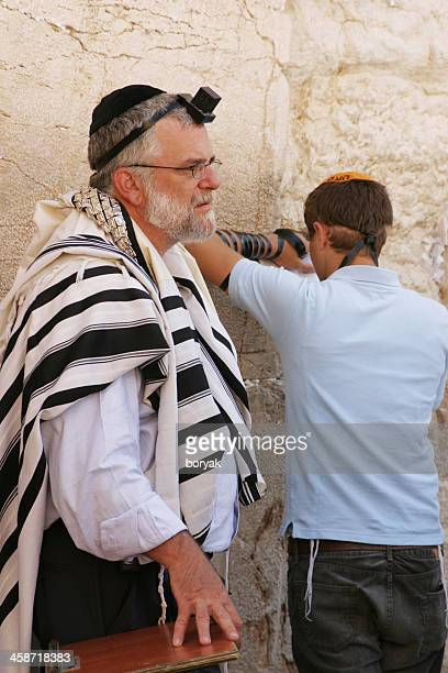prayers at the western wall, jerusalem, israel - jewish prayer shawl stock pictures, royalty-free photos & images