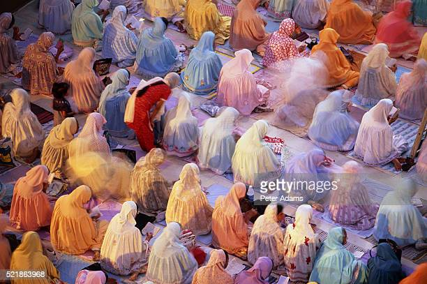 prayers in mosque, bombay, india - mumbai stock pictures, royalty-free photos & images