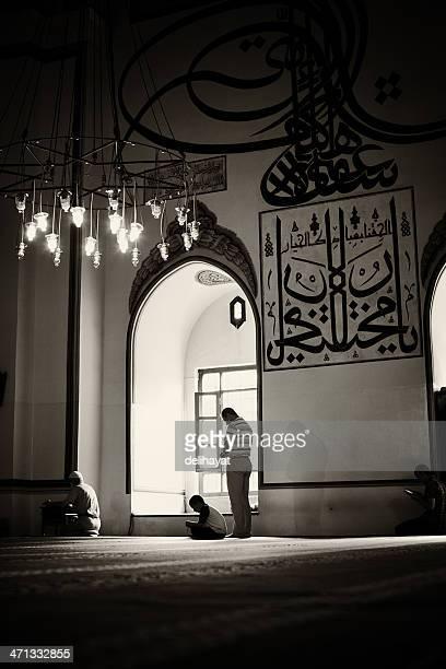 prayers - salah islamic prayer stock pictures, royalty-free photos & images