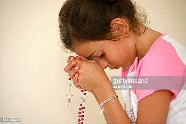 praying girl - rosary beads stock pictures, royalty-free photos & images