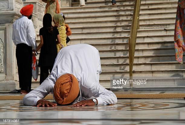 praying man - sikh stock pictures, royalty-free photos & images