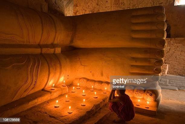 praying novice monk in myanmar - foot worship stock pictures, royalty-free photos & images