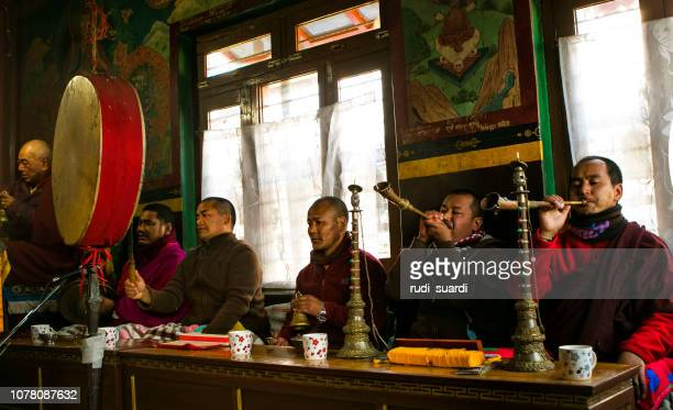 praying - pokhara stock pictures, royalty-free photos & images