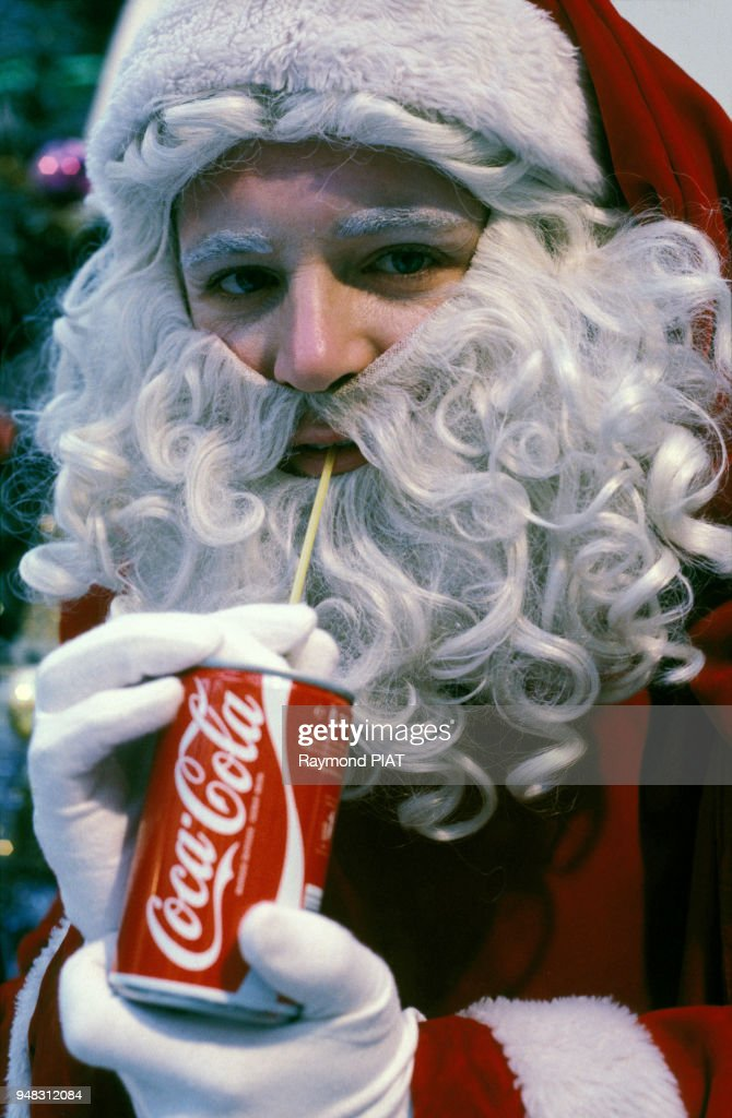Image Pere Noel Coca Cola.Pere Noel Buvant Du Coca Cola News Photo Getty Images