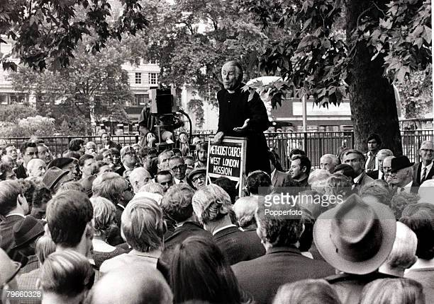 Preaching/Debate England 19th July 1970 Methodist Minister Lord Soper holds forth at London's Speakers Corner against sending arms to South Africa