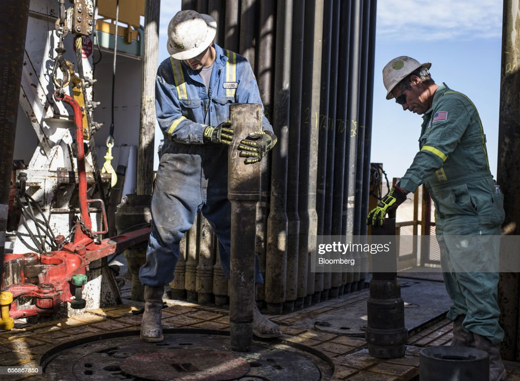 Big Oil's Plan To Buy Into The Shale Boom : News Photo