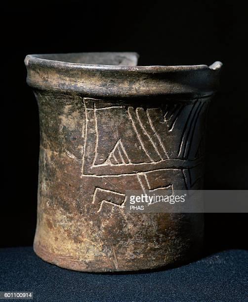 PreColombian art Mesoamerican Ceramic vessel Geometric decoration 12 x 13 cm From Mesoamerica Private collection