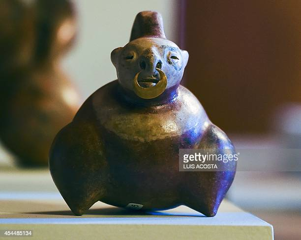 A preColumbian pottery piece is exhibited during a press conference at the San Carlos Palace in Bogota on September 1 2014 The Ministry of Foreign...