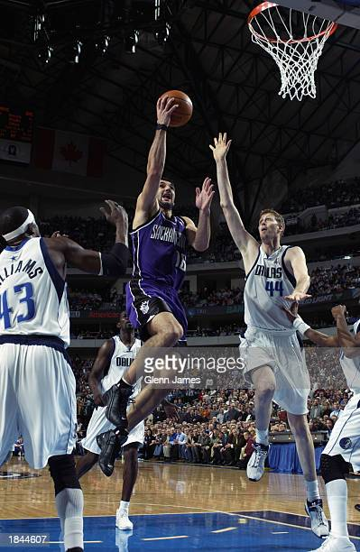 Predrag Stojakovic of the Sacramento Kings drives to the basket between Walt Williams and Shawn Bradley of the Dallas Mavericks during the NBA game...