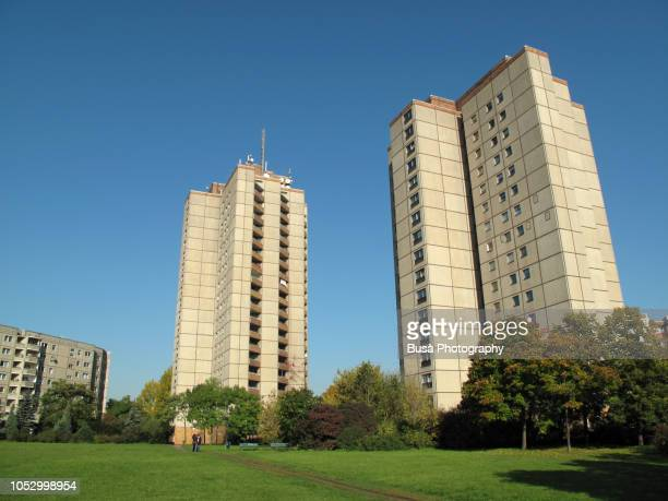 prefabricated concrete slab buildings (plattenbau) in the east berlin district of prenzlauerberg - council flat stock pictures, royalty-free photos & images