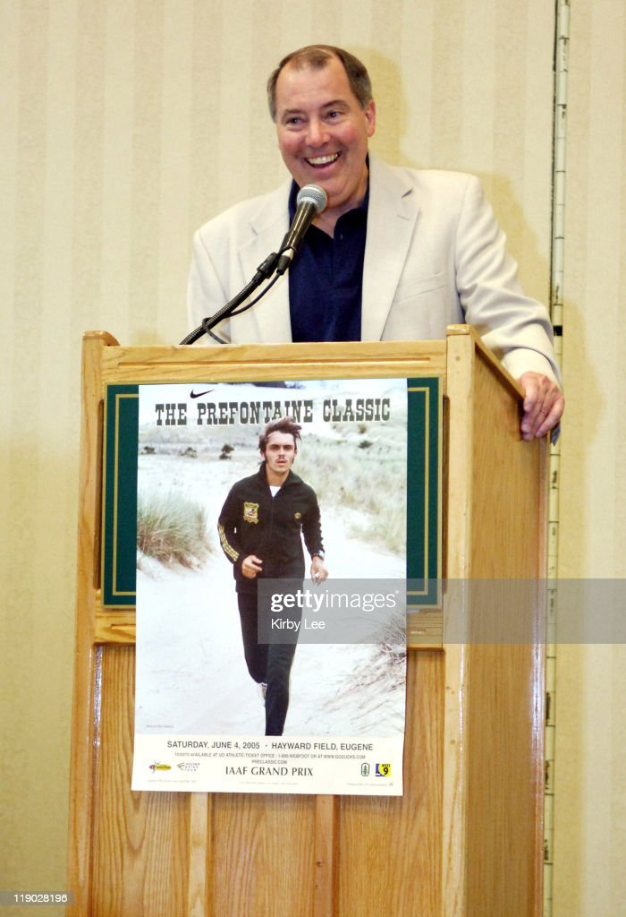 2005 Prefontaine Classic Track Meet Press Conference : News Photo