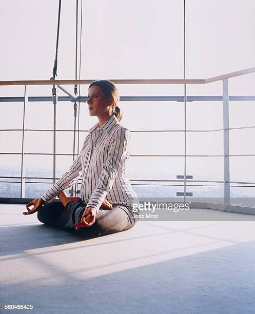 pregnant businesswoman practicing yoga in office - maternity wear stock pictures, royalty-free photos & images