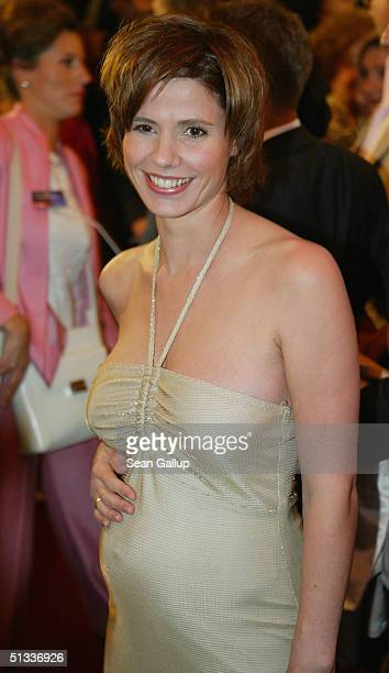 A pregnant Franziska Schenk arrives at the Goldene Henne Awards at Friedrichstadtpalast on September 22 2004 in Berlin Germany