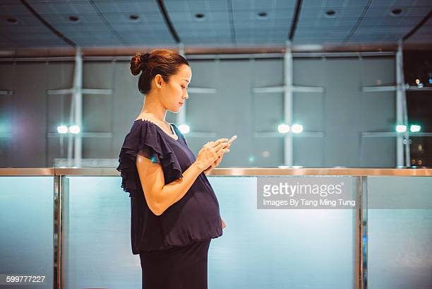 Pregnant lady using smartphone