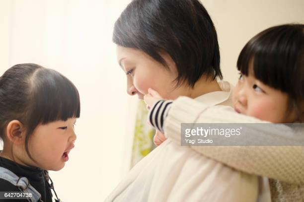 妊娠中の母親や姉妹の楽しい家にいる時間します。