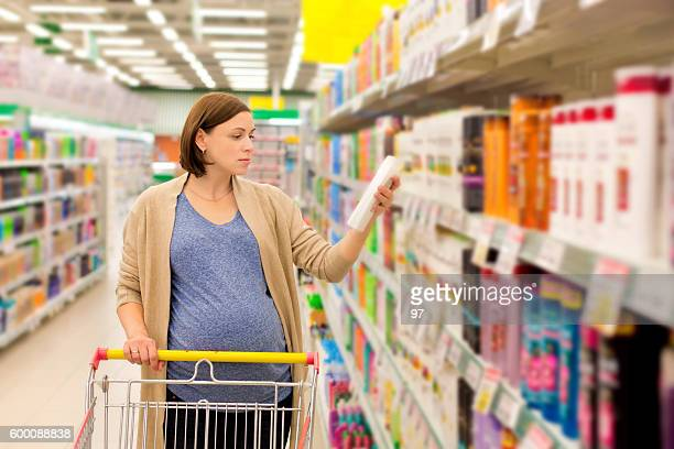 pregnant woman buying shampoo