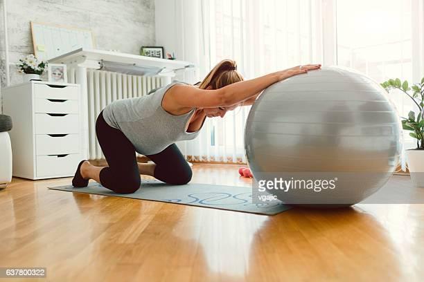 Schwangere Frau Ausbildung Pilates.