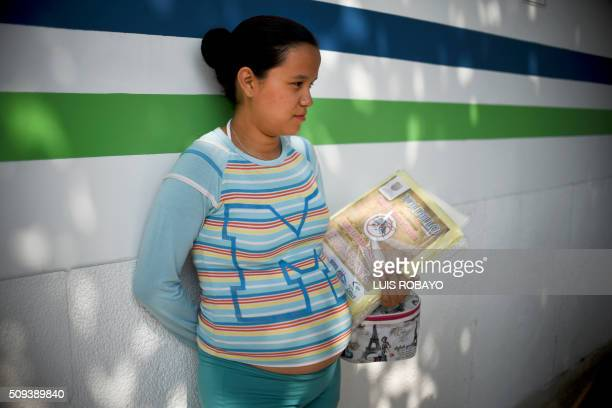 A pregnant woman holds a mosquito net in Cali on February 10 2016 The Colombian Health Ministry began delivering mosquito nets for free to pregnant...