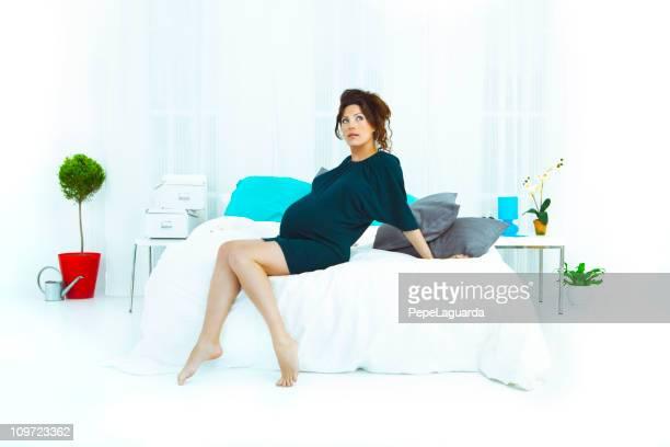 妊娠中の女性で囲んだベッド