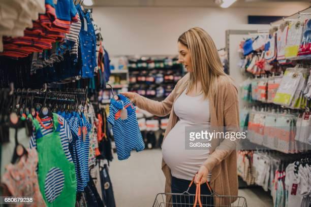 Schwangere Frau Shopping