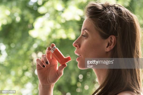 Pregnant woman using an inhaler