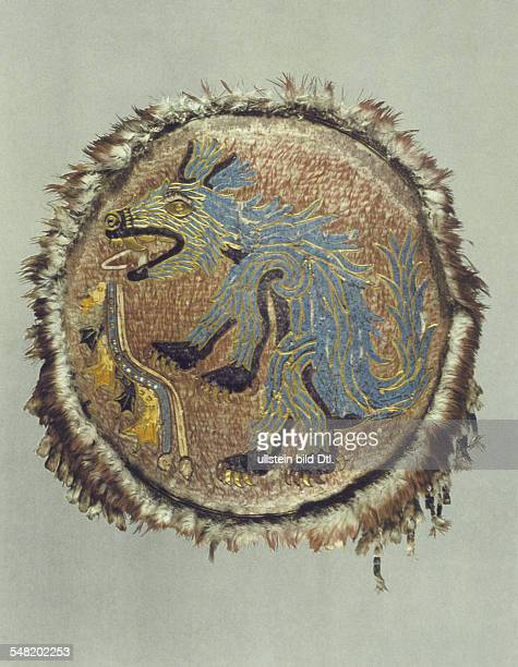 prehispanic america high culture regions mexico mesoamerica art objects ceremonila feathermosaic shield Coyote and icon 'War' about 1500