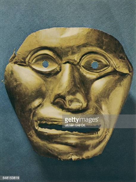 Prehispanic america tribal chiefdoms of columbia Hammered gold laminate mask of the Calima culture about 3001000 AD tombe gift