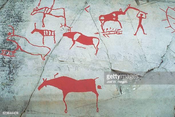 prehistoric rock carvings - pintura rupestre fotografías e imágenes de stock