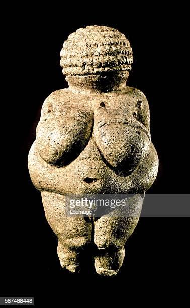 Venus of Willendorf Oolitic limestone h 11 cm Upper Paleolithic 2200021000 BC Naturhistorisches Museum Vienna