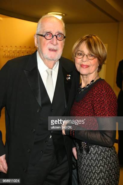Preistraegerin Cornelia Froboess mit Mann Hellmuth Matiasek bei der Verleihung des > BZ Kulturpreis 2017 < im Schillertheater in Berlin
