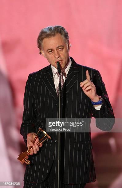 Preisträger In Der Kategorie Ehrenpreis Musik Sir Bob Geldof Bei Der Verleihung Der Goldenen Kamera In Berlin Am 020206