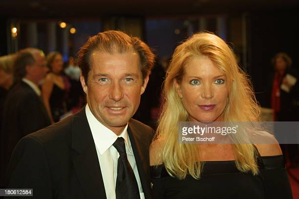 Preisträger Michael Lesch Ehefrau Christina Keiler Gala Verleihung Deutscher Fernsehpreis 2002 Köln Coloneum Foyer Frau