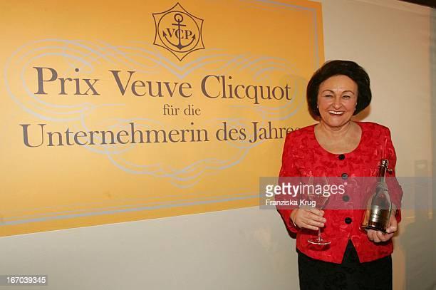 Preisträgerin 2004 Sybill Storz Bei Der Verleihung Des 21 Deutschen Prix Veuve Clicquot 2004 Im Hotel Bayerischen Hof In München Am 010305