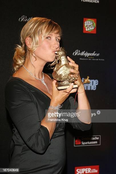 Preisträgerin Andrea Kiwi Kiewel Bei Der Verleihung Der Goldenen Henne Im Friedrichstadtpalast In Berlin