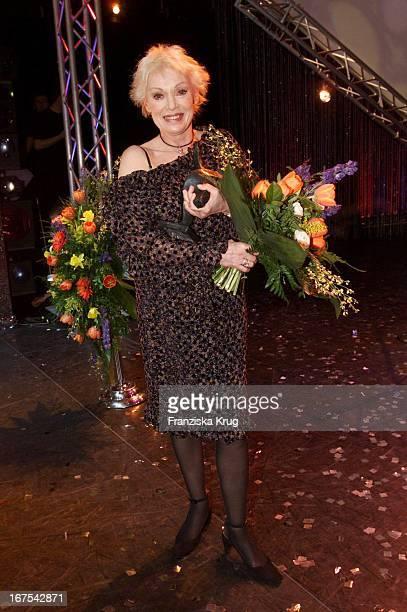 Preisträgerin Annita Kupsch Schauspielerin Bei Der Verleihung Des 'Bz Kulturpreis 2002' Im Berliner Theater Des Westens Am 280102